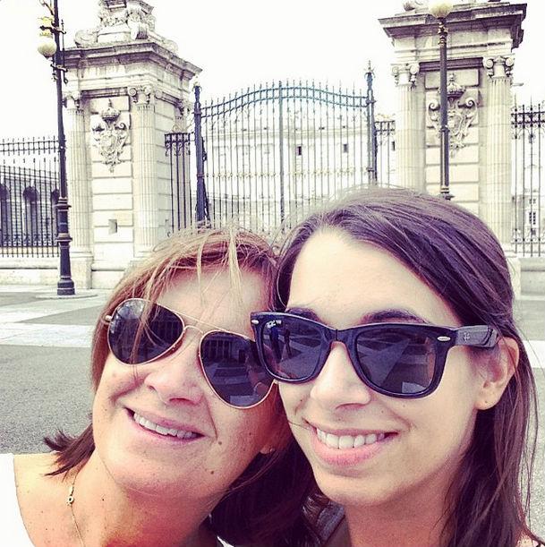 Paula Rojo y su madre