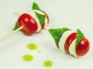 tomate-con-mozzarella-y-albahaca