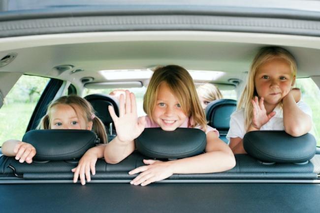 650_1000_jugar_con_niños_coche