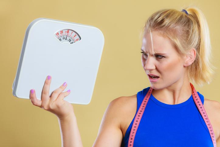 mujer peso enfado