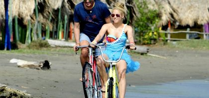 Shakira y Carlos Vives – La bicicleta
