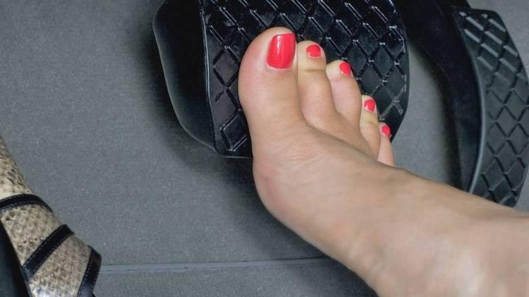 manejar-descalzo-accionar-colision