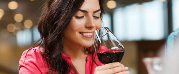 Todos cometemos estos errores al beber vino y champán