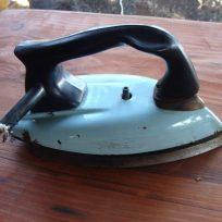 antigua-plancha-electrica-enlozada-anos-70-coleccionistas-d_nq_np_13397-mlc3070950315_082012-f