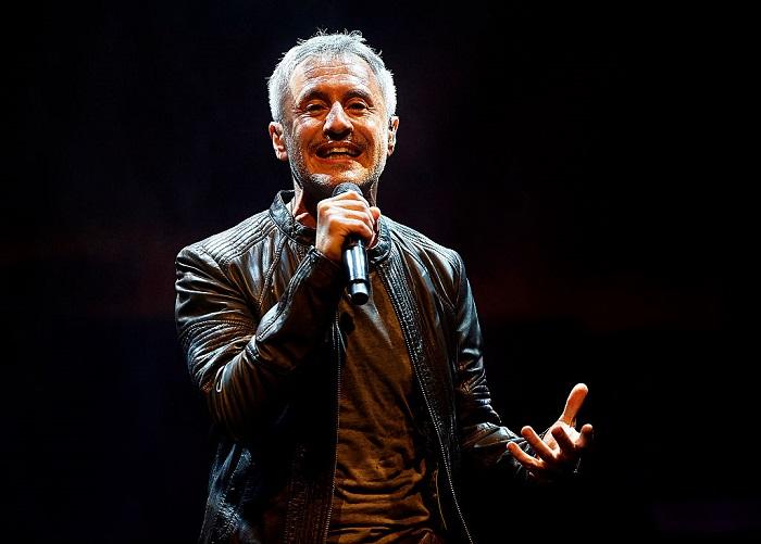 Sergio Dalma cantando en Valencia