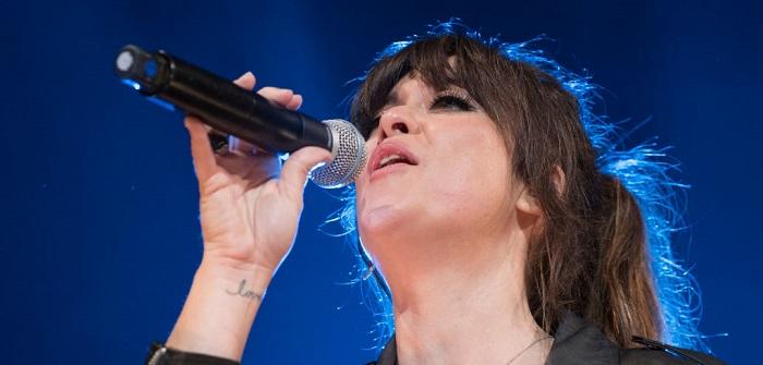 Vanesa Martín cantando