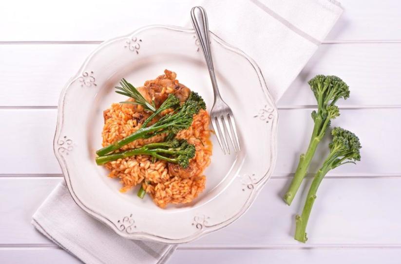 arroz con tomate, conejo y bimi