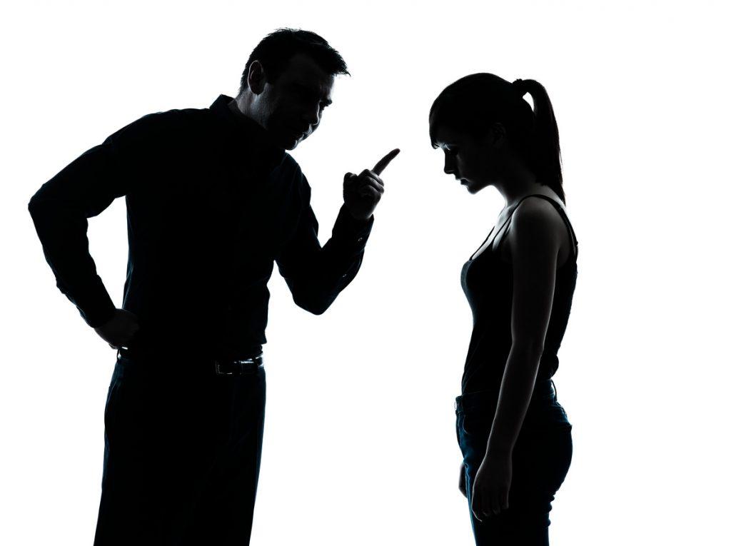 Padre e hija a dolescente discuten