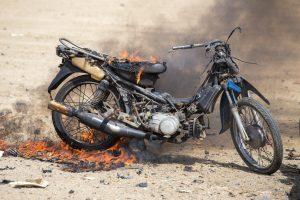 Moto quemándose