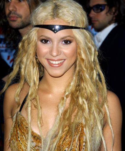 Shakira pelo rizado