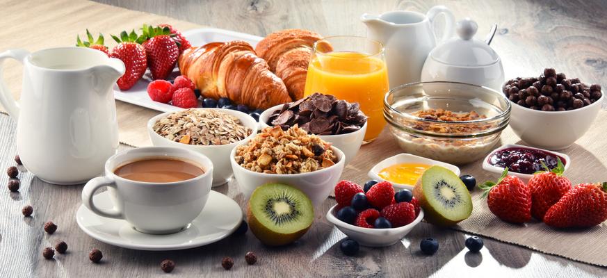 cuantas calorias tiene un cafe con leche y tostadas