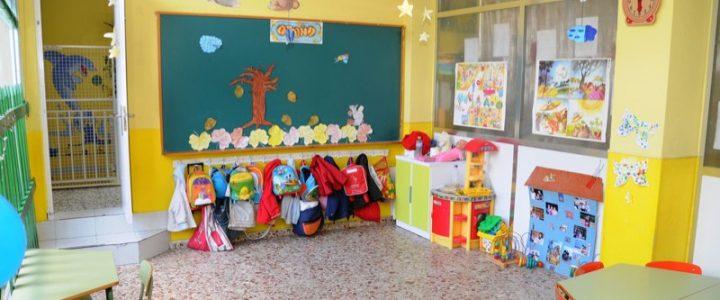 Supernanny explica la gran diferencia entre escuela for Puertas decoradas para guarderia