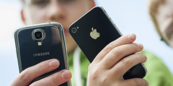 Samsung Galaxy vs Apple iPhone