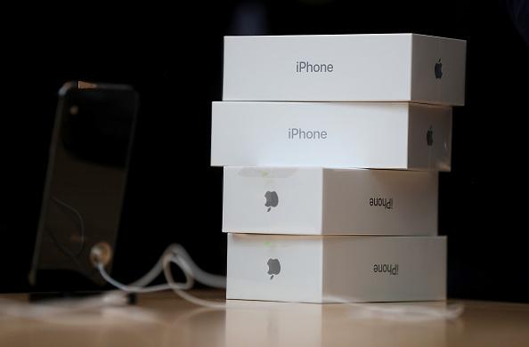 Cajas de un móvil de Apple