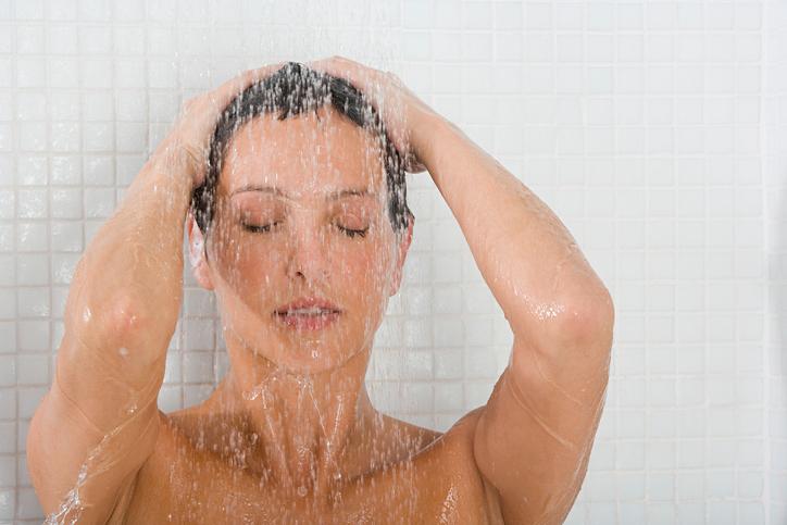 ducha mujer circulación coronavirus