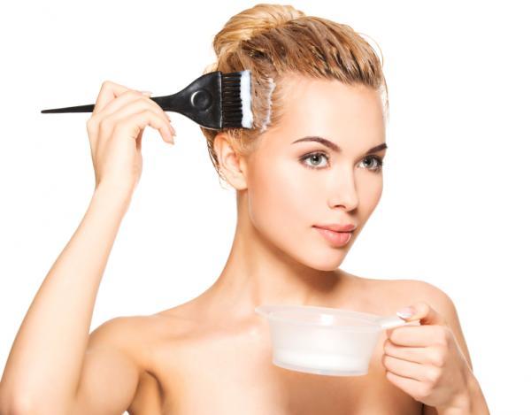 mujer tinte canas pelo