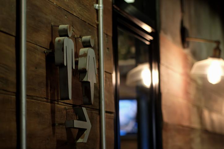 Isidro Montalvo reclama una revisión de los símbolos de los baños públicos - Cadena Dial
