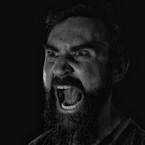 el grito de un hombre como Tarzán