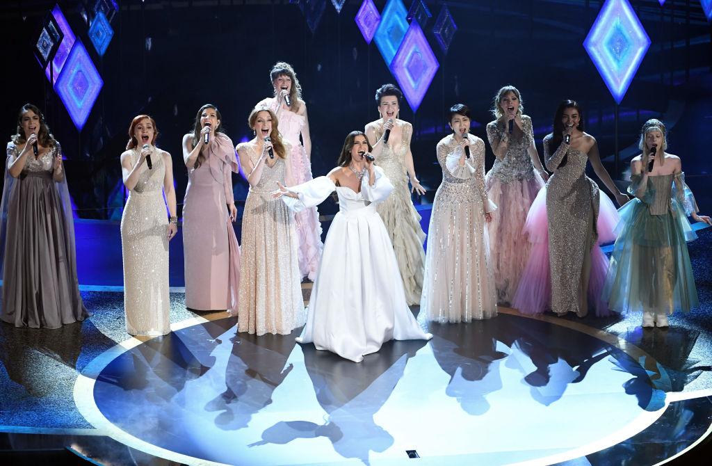 Oscars y actuación de Frozen con Gisela