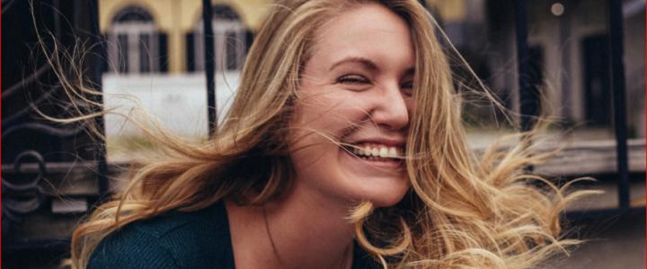 Mujer sonriendo Photo by Jeryd Gillum on Unsplash