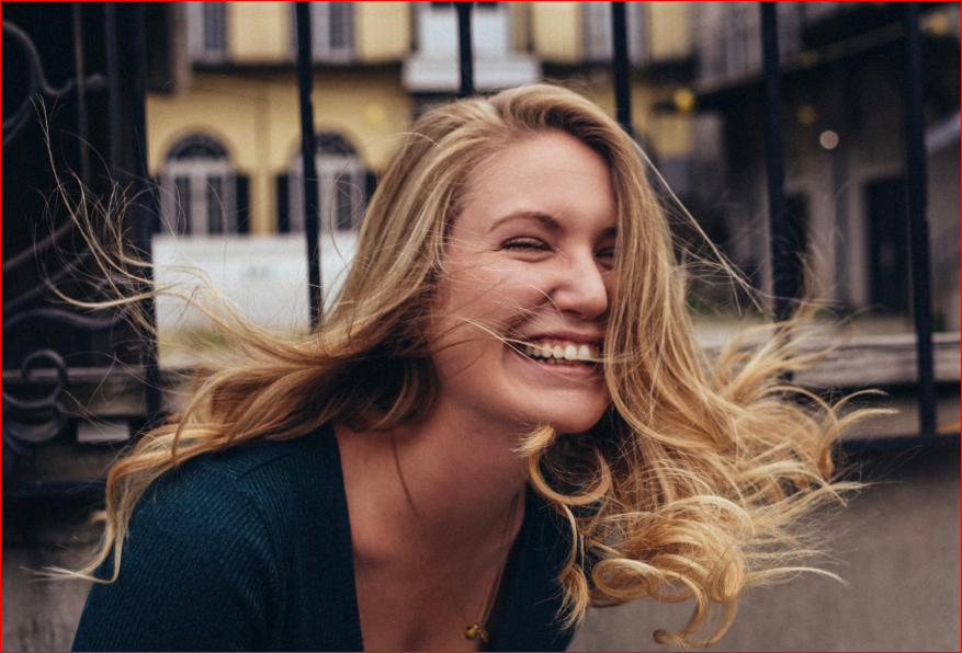 Mujer sonriendo Photo by Jeryd Gillum on Unsplash