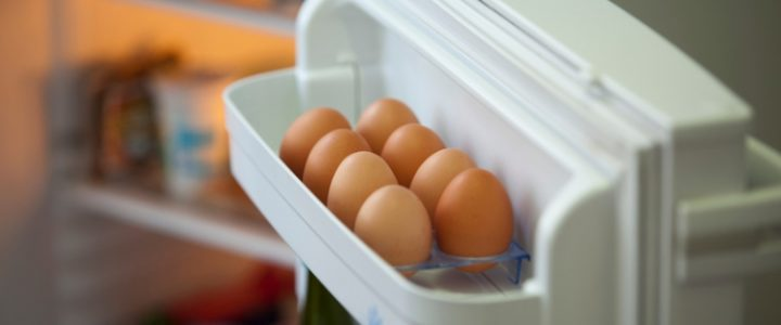 huevos nevera puerta alimento comida