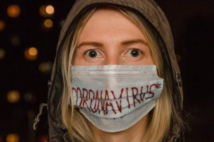 mujer coronavirus mascarilla bulos