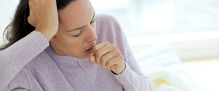 mujer tos gripe coronavirus catarro