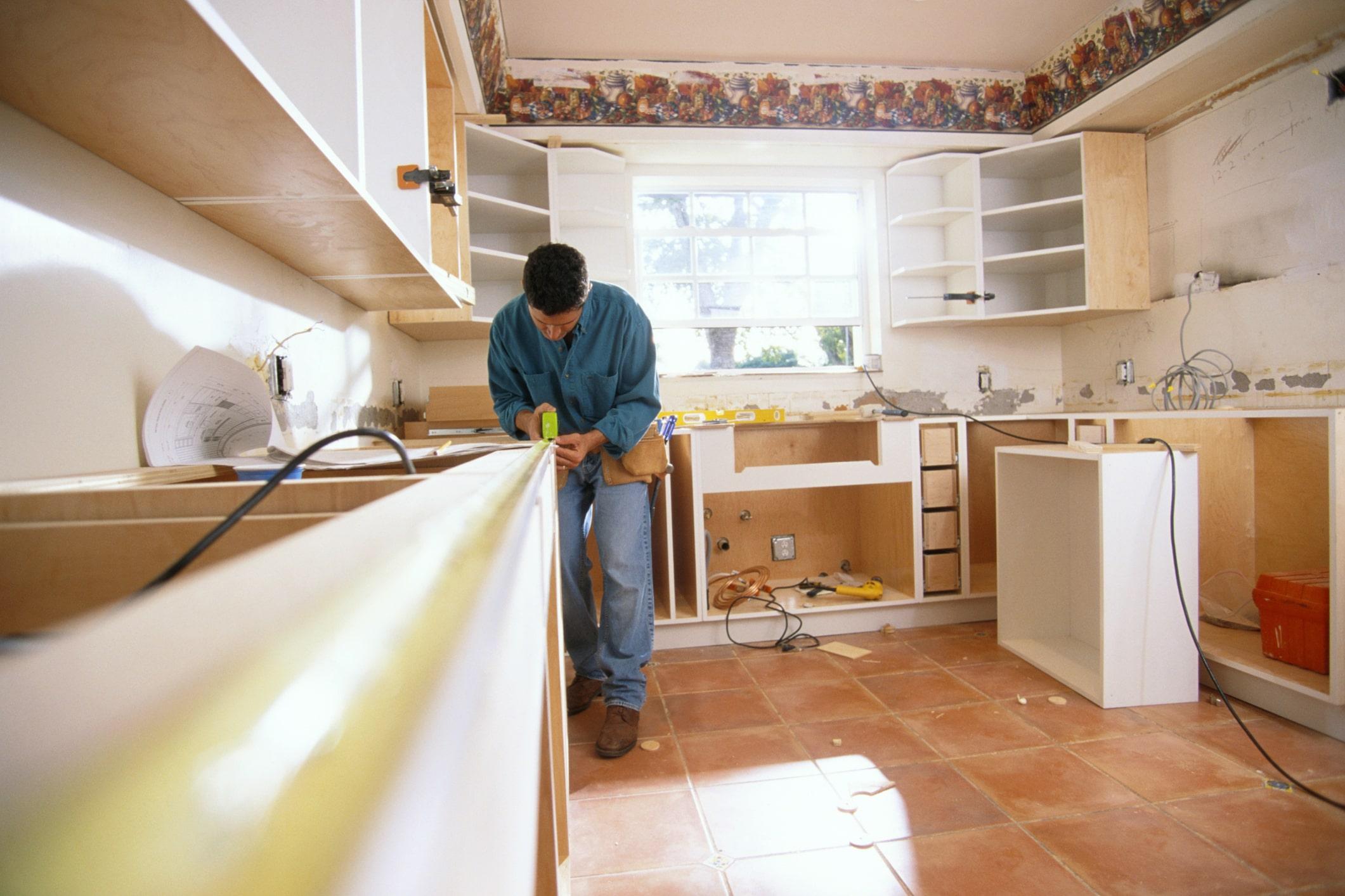 Isidro Montalvo la lía montando la cocina de un atrevido