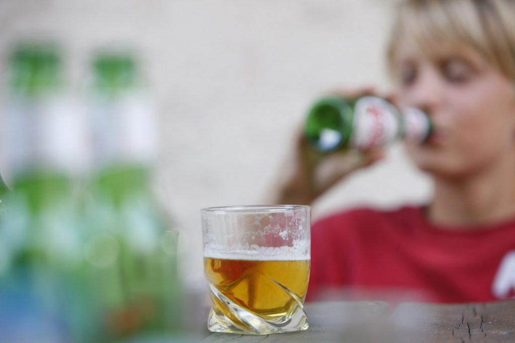 Cómo evitar el consumo de alcohol en adolescentes durante la cuarentena