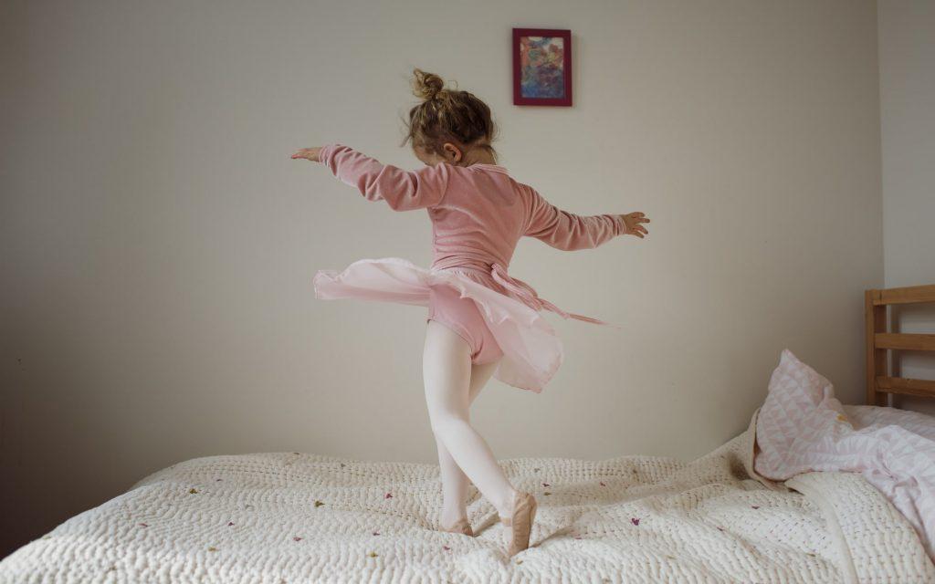 Una niña de 11 años logra un concurso internacional de ballet en pleno confinamiento