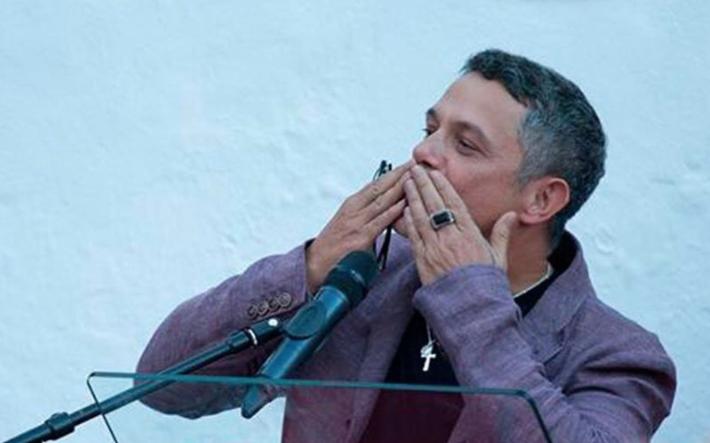 alejandro sanz cantante artista el mundo pa fuera aplauso sanitario