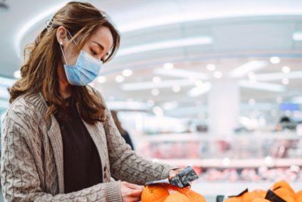 mujer mascarilla productos compra coronaviirus