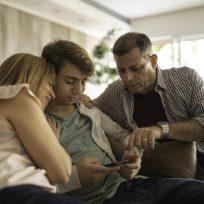 Cómo afrontar problemas económicos con tu hijo adolescente