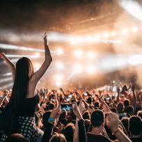 El consejo de una oyente si el de delante no te deja ver el concierto