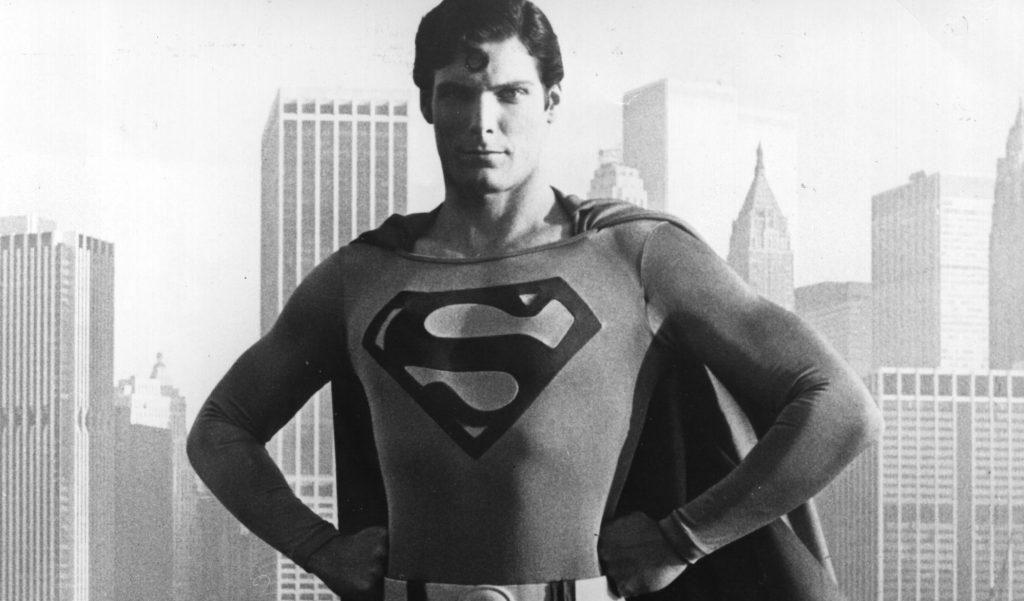 El hijo de Christopher Reeve aparece sin pantalones en pleno informativo