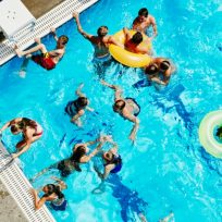 piscinas verano coronavirus gente personas baño