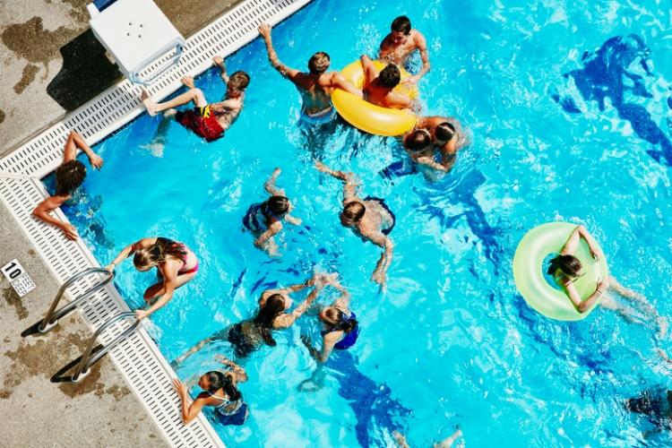 piscinas verano coronavirus gente personas baño fase