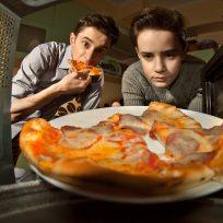 Cómo calentar la pizza en el microondas y que siga igual de crujiente