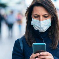 mujer móvil preocupación android apps