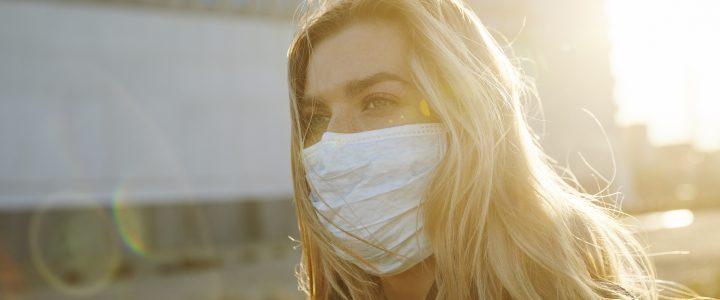 mujer mascarilla coronavirus truco belleza
