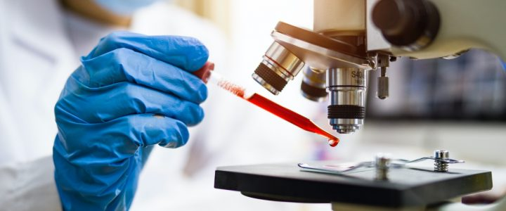 Científico en el laboratorio