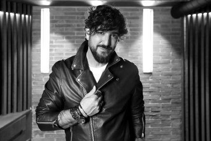 Antonio Orozco, protagonista del nuevo concurso atrevido con el que podrás llevarte mascarilla e hidrogel personalizados del programa