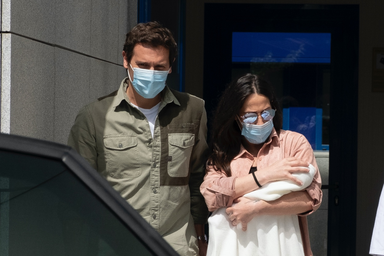 Malu And Albert Rivera Leaving The Hospital