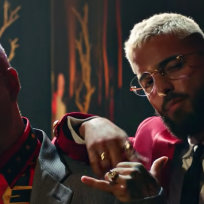 Maluma y J Balvin en el videoclip de Qué pena