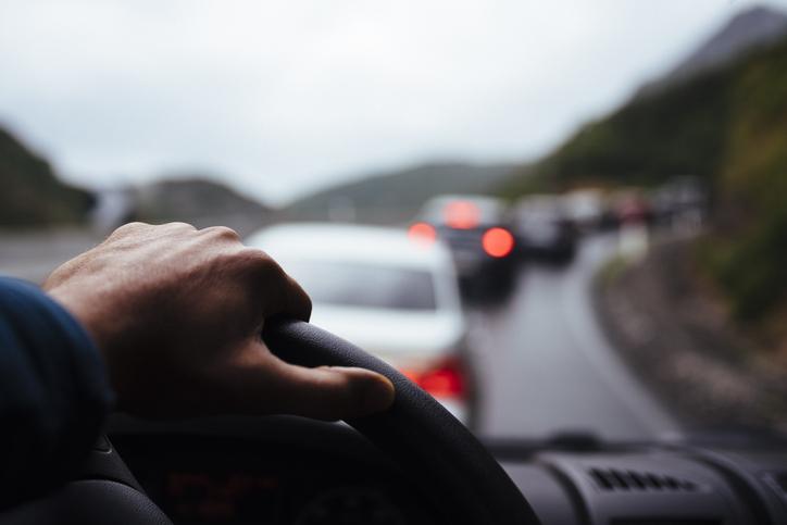 atasco coche tráfico carretera verano