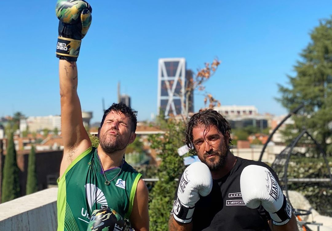 Antonio Orozco y Pablo López practican juntos un poco de boxeo