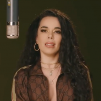 Beatriz Luengo canta