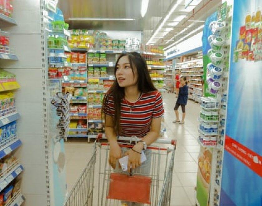 mujer comprando_01