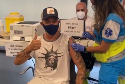 Alejandro Sanz recibe la vacuna